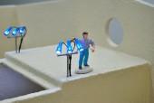 Siku Control Bauerhof - Horst richtet die LED Beleuchtung aus