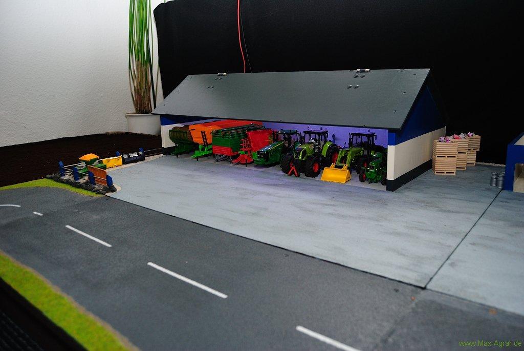 die maschinenhalle f r siku farmer und siku control 32. Black Bedroom Furniture Sets. Home Design Ideas